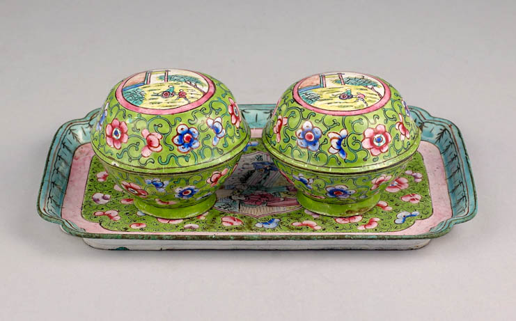 A set of tray and cosmetic boxes for daily use of the Nguyen's harem