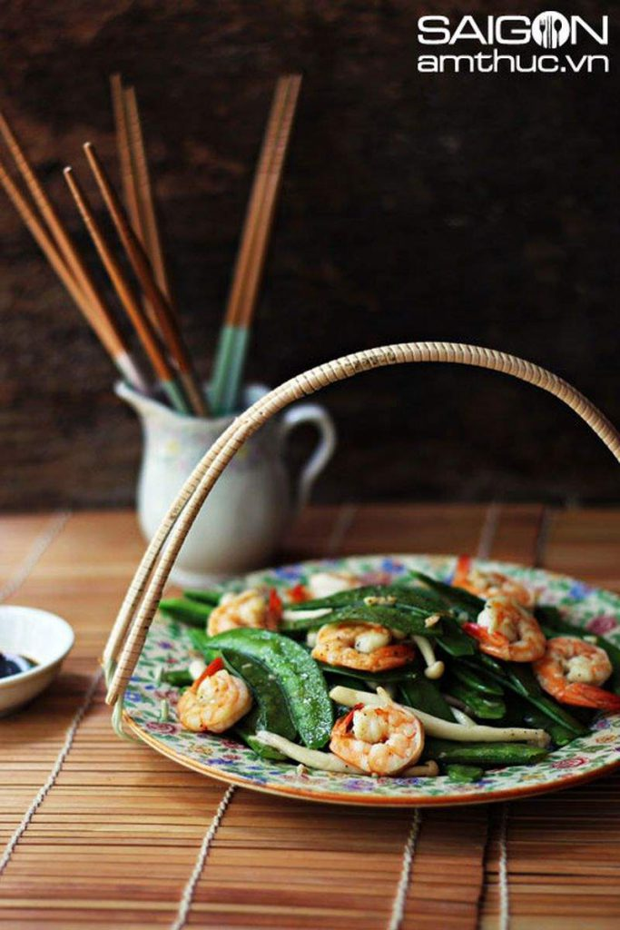 Peas sauteed with shrimp and mushrooms - Thanh Nien Newspaper